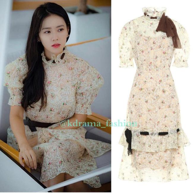 Đụng váy bánh bèo với Gong Hyo Jin, Son Ye Jin đã thay đổi vài chi tiết để làm bật lên vẻ đài các, quý tộc - Ảnh 5.