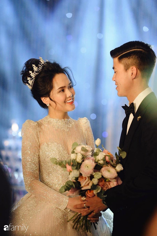 """Chỉ 1 bức ảnh chụp cùng Đức Phúc mà cô dâu Quỳnh Anh để lộ điểm đặc biệt ở chiếc """"váy cưới cổ tích""""  - Ảnh 3."""