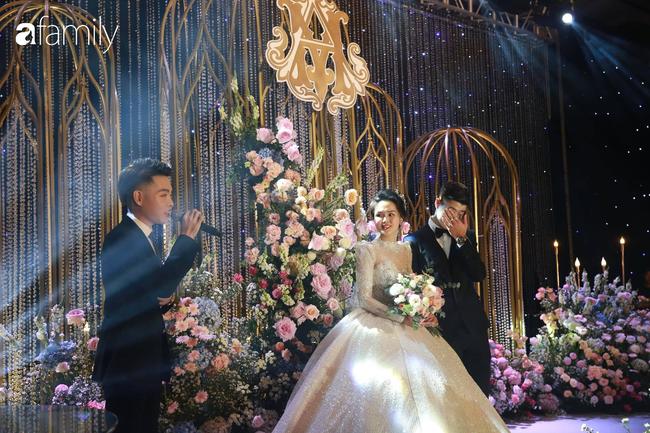 """Choáng váng với quy định ngặt nghèo của đám cưới Duy Mạnh nhưng fan hâm mộ lại """"mắt tròn mắt dẹt"""" vì dàn khách mời không ngờ tới - Ảnh 11."""