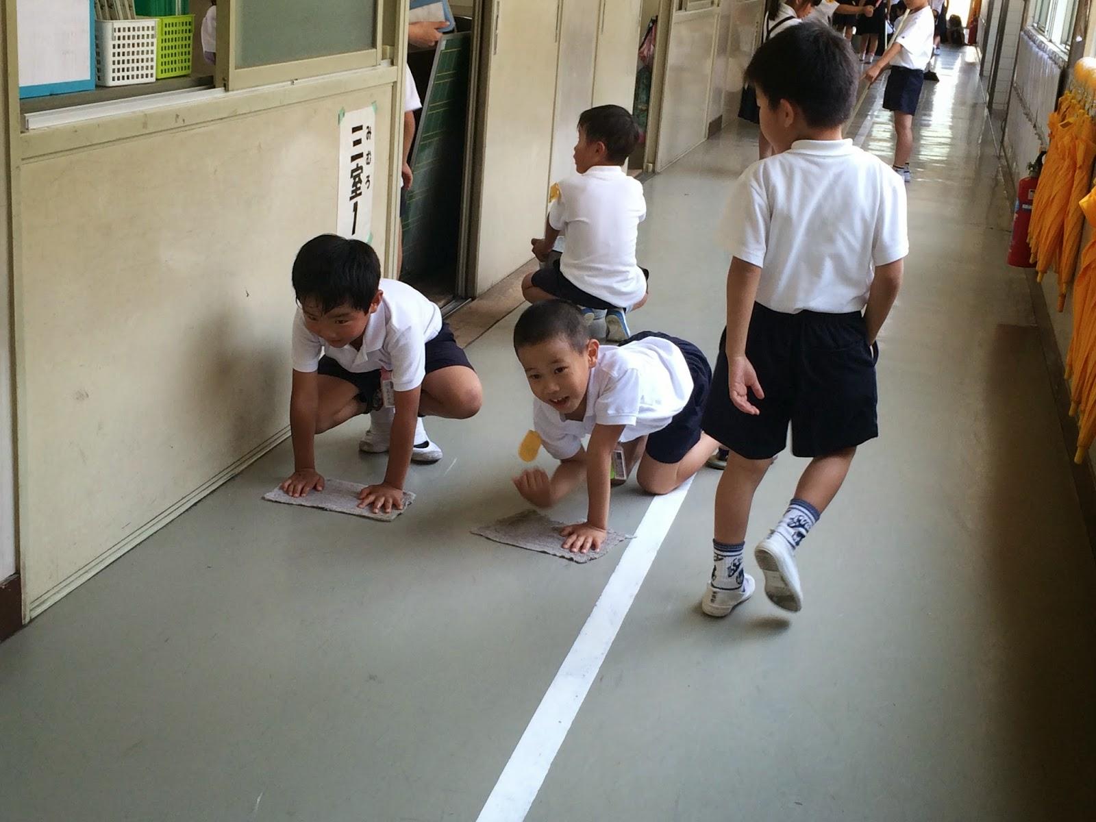 Dọn vệ sinh lớp học - bài học đặc biệt của trẻ em Nhật ...