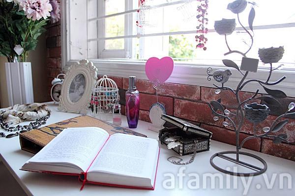 """""""Góc con gái"""" xinh yêu bên cửa sổ"""