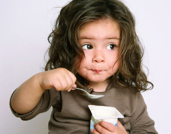 """""""Ăn bốc"""" giúp bé bớt lười ăn"""