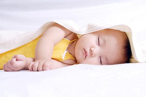 Image result for Có nên cắt lông mi cho trẻ sơ sinh