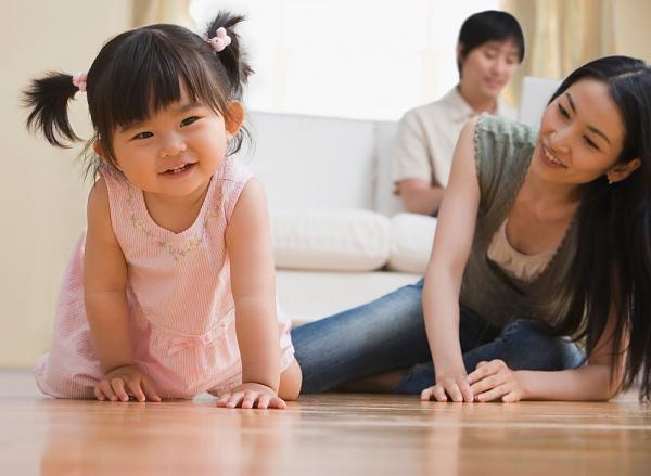 """12 tháng tuổi: Bé biết nói """"biệt ngữ"""""""