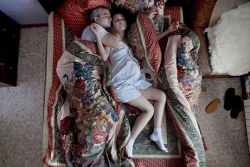 Khoảnh khắc ngủ hiếm thấy của bà bầu