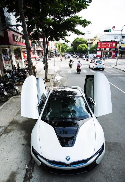 Lộ danh tính người chồng mua siêu xe 7 tỷ BMW i8 tặng sinh nhật vợ - Ảnh 1.