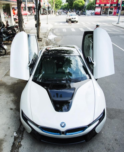 Lộ danh tính người chồng mua siêu xe 7 tỷ BMW i8 tặng sinh nhật vợ - Ảnh 2.