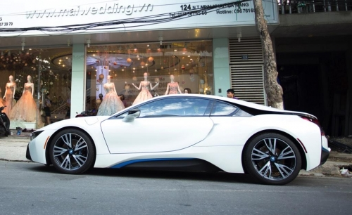 Lộ danh tính người chồng mua siêu xe 7 tỷ BMW i8 tặng sinh nhật vợ - Ảnh 4.