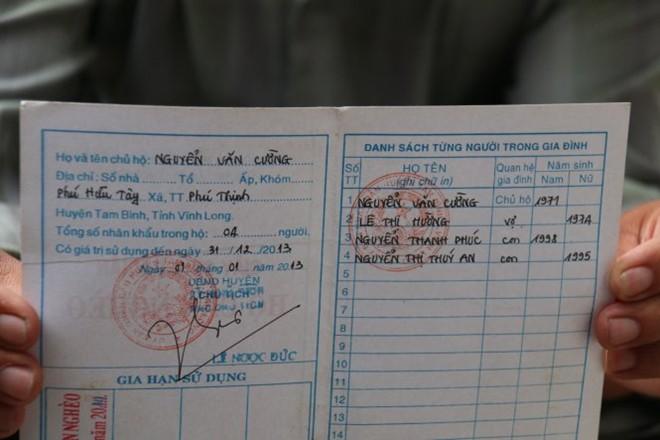 Hộ ông Nguyễn Văn Cường (44 tuổi), thôn Phú Hữu Tây, xã Phú Thịnh phải chấp nhận đổi họ thành Nguyển (dấu hỏi) - Ảnh: TIẾN LONG