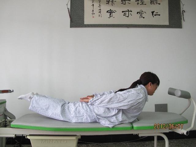 Đau lưng, thoát vị đĩa đệm, bệnh về lưng đừng bỏ qua động tác này - Ảnh 1.