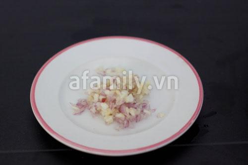 Ngọt thơm món canh hẹ nấu đậu thịt