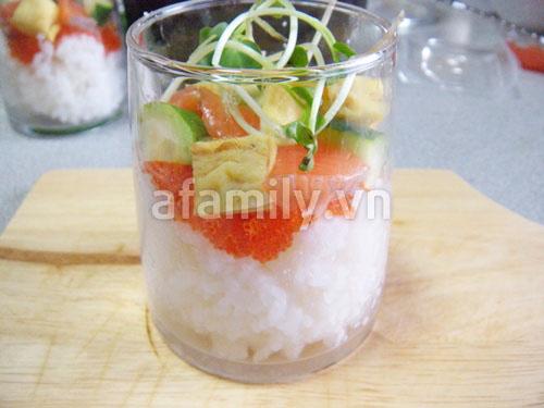 Sushi trong cốc - độc đáo mà ngon