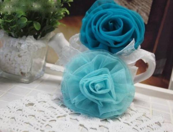 Hoa hồng vải lưới xinh làm điệu mái tóc