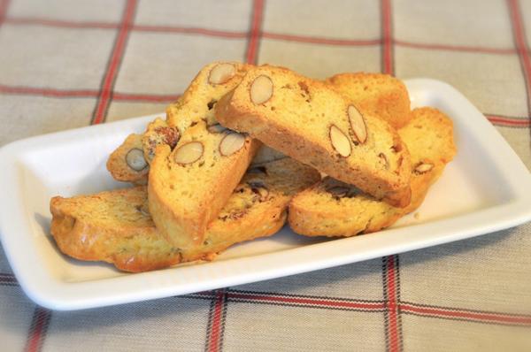 Thử món bánh quy hạnh nhân Cantucci từ nước Ý