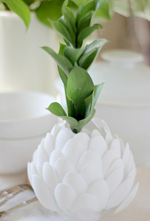 Bình cắm hình hoa Atiso tái chế từ thìa nhựa 7
