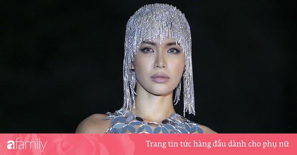 Minh Tú diện trang phục xuyên thấu, xuất hiện với mái tóc lấp lánh kỳ lạ