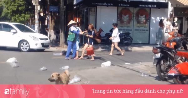 Nhắc nhở nhân viên shop thời trang vứt rác bừa bãi ra đường, nữ lao công bị cô gái trẻ đánh tới tấp