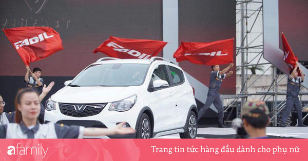 VinFast bàn giao hàng trăm xe ô tô Fadil, khách hàng tự hào: Người Việt dùng hàng Việt!