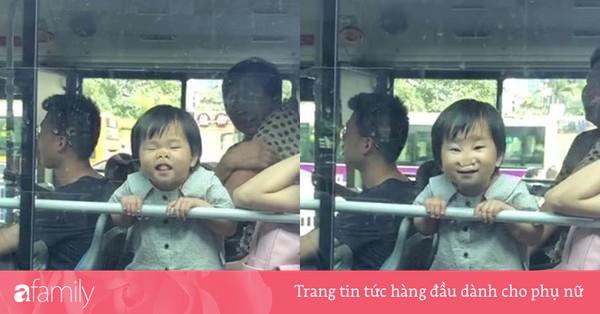 Gương mặt ''tiểu quỷ'' trên xe buýt khiến người đi đường hoảng hốt, nhưng nhìn kĩ thì ai cũng phải bật cười