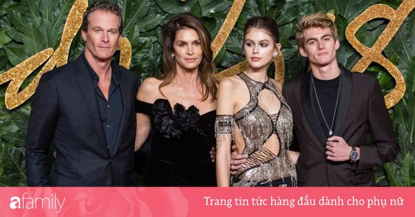 Bức ảnh gây choáng nhất hôm nay: 4 thành viên gia đình siêu mẫu Cindy Crawford cực phẩm, thần thái khỏi nói hội tụ