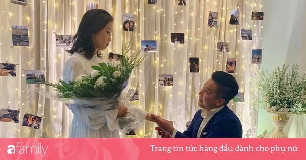 MC Liêu Hà Trinh được bạn trai kém tuổi quỳ gối cầu hôn sau thời gian yêu xa