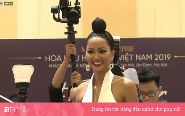 Kiểu tóc mới của H'Hen Niê: Sao lại giống Diệt Tuyệt sư thái thế này?