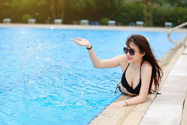 Tiệc chụp bikini là một hoạt động của nhóm Giao lưu nhiếp ảnh được tổ chức nhằm chia sẻ kinh nghiệm chụp ảnh giữa các tay máy chuyên và không chuyên.