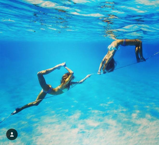 Hai cô gái xinh đẹp mở màn trào lưu đi du lịch cùng bạn gái thân khắp thế giới - Ảnh 18.