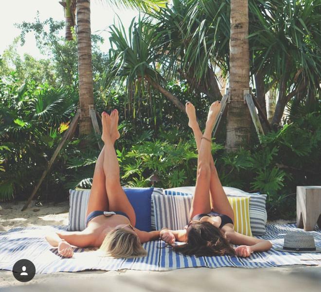 Hai cô gái xinh đẹp mở màn trào lưu đi du lịch cùng bạn gái thân khắp thế giới - Ảnh 27.