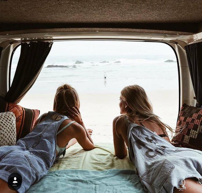 Hai cô gái xinh đẹp mở màn trào lưu đi du lịch cùng bạn gái thân khắp thế giới - Ảnh 28.