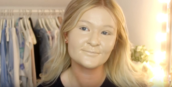Trào lưu đắp 100 lớp trang điểm lên mặt và những gương mặt không thể kinh dị hơn - Ảnh 9.