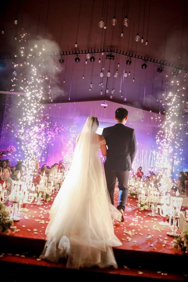 Choáng với đám cưới xa hoa, rước dâu bằng dàn ôtô gần 100 chiếc - Ảnh 10.