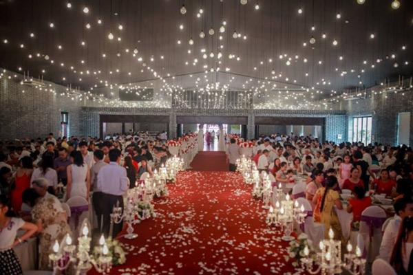 Choáng với đám cưới xa hoa, rước dâu bằng dàn ôtô gần 100 chiếc - Ảnh 11.
