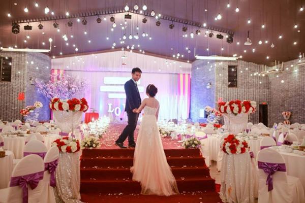 Choáng với đám cưới xa hoa, rước dâu bằng dàn ôtô gần 100 chiếc - Ảnh 12.