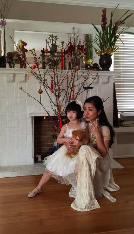 Con gái Thúy Nga mặc váy trắng xinh như công chúa 1