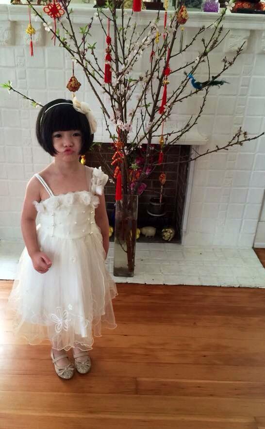 Con gái Thúy Nga mặc váy trắng xinh như công chúa 2