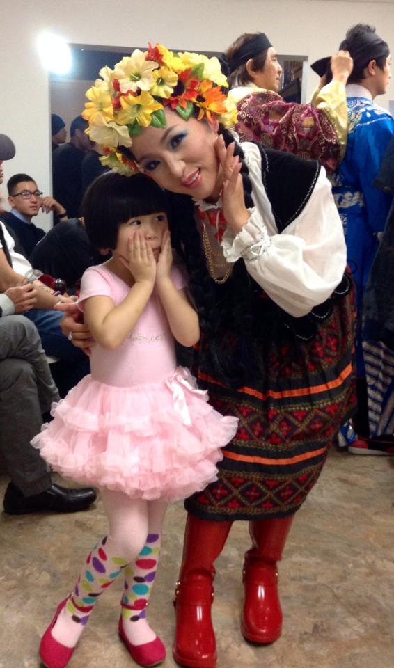 Con gái Thúy Nga mặc váy trắng xinh như công chúa 6