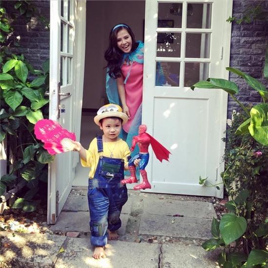 Vợ MC Phan Anh và các con