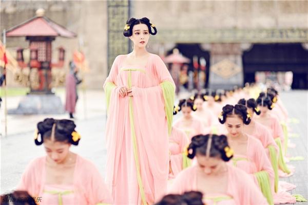 Lóa mắt với dàn phục trang 260 bộ của 'nữ hoàng' Phạm Băng Băng 4