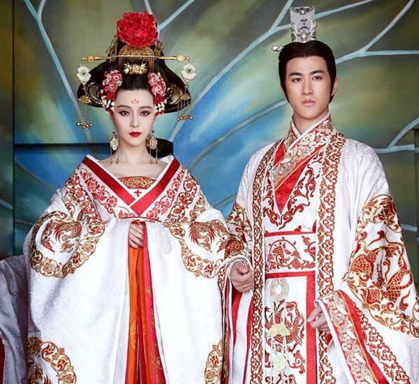 Lóa mắt với dàn phục trang 260 bộ của 'nữ hoàng' Phạm Băng Băng 8