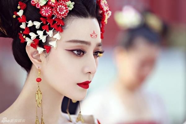 Lóa mắt với dàn phục trang 260 bộ của 'nữ hoàng' Phạm Băng Băng 11