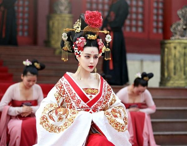 Lóa mắt với dàn phục trang 260 bộ của 'nữ hoàng' Phạm Băng Băng 13