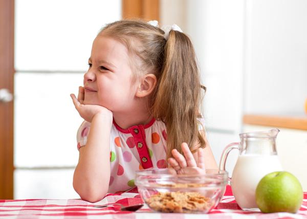 8 dấu hiệu cho thấy con bạn là đứa trẻ kén ăn