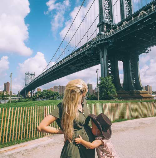 Mẹ bầu 9X thời trang gây sốt trên Instagram