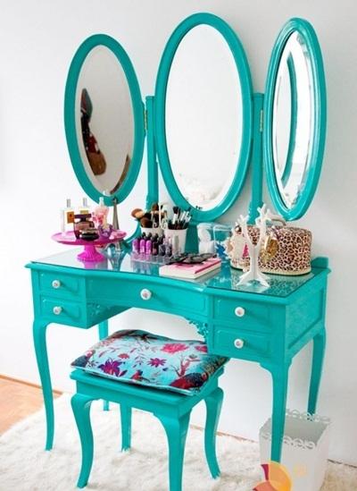 Mới lạ những mẫu bàn trang điểm với chiếc gương có thể đóng lại 2
