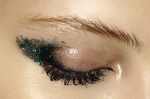 7 mẹo trang điểm mắt-môi nhũ mới toanh cho những ngày lễ hội 4
