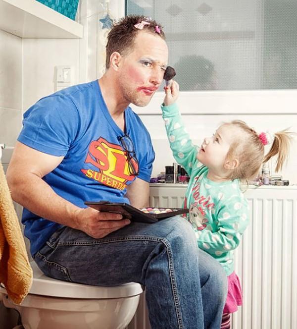 Những bức ảnh siêu hài hước khi các ông bố chơi cùng con 2