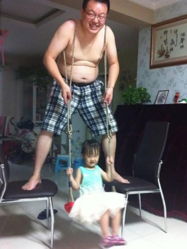 Những bức ảnh siêu hài hước khi các ông bố chơi cùng con 12