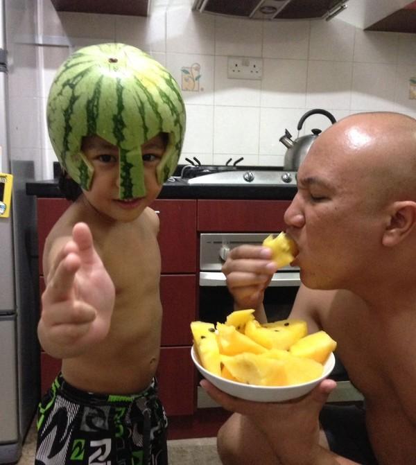 Những bức ảnh siêu hài hước khi các ông bố chơi cùng con 31