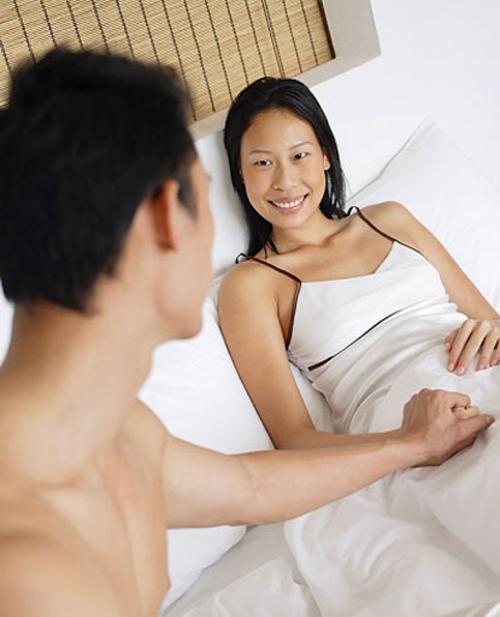 Mỗi khi gần gũi chồng, mình toàn phải giả vờ